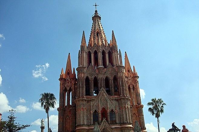 The towering spires of La Parroquia.