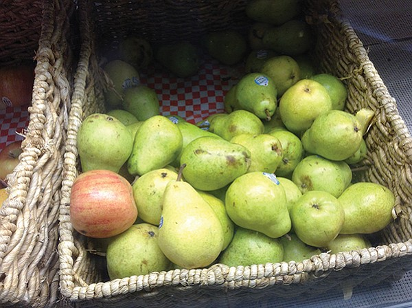 Country baskets of pears and apples