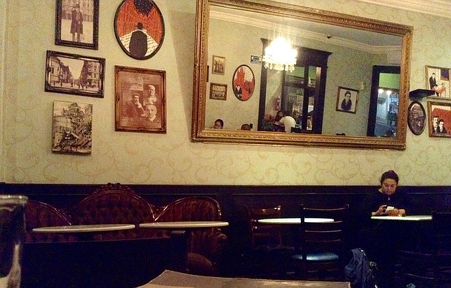 There is occasional live music in this room (mostly jazz).