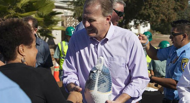 Mayor Faulconer handing out turkeys at Webster block party