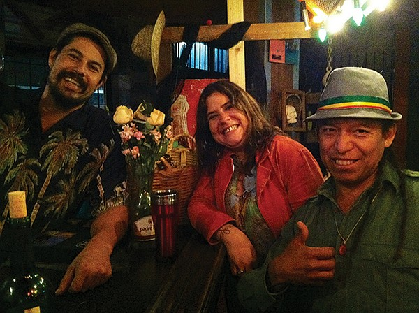 Rodrigo, Milagros, Gustavo