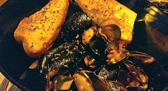 Mussels and garlic bread (tasty soup below)