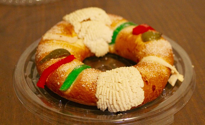 The rosca de reyes bought at the grocery store