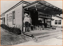 1927 Texas - America's first convenience store, what was to become 7-Eleven.