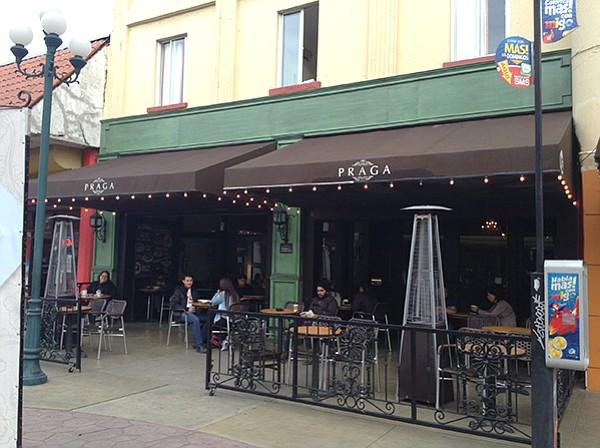 Baja BBQ Pit: A sidewalk cafe for TJ