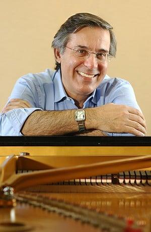 Arnaldo Cohen.
