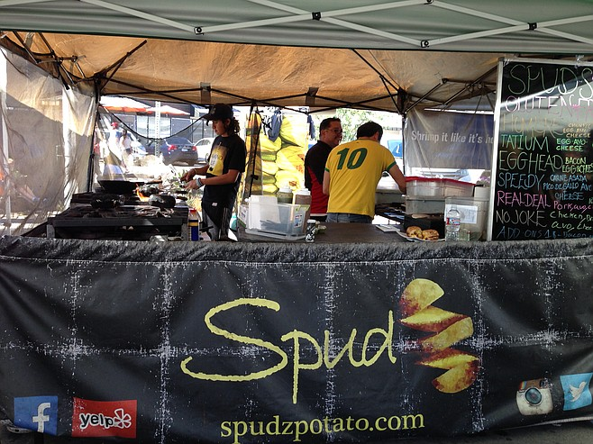 A simple farmers' market booth bringing Brazilian-style breakfast innovation