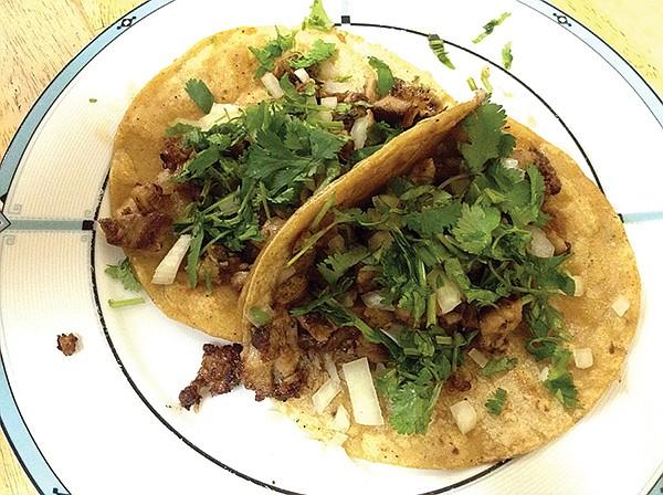 El Nuevo Carrito's chicken tacos