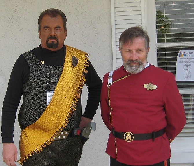 Klingon cosplayer and Dennis Hanon in Star Trek costume