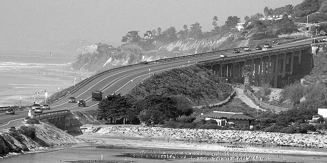 "North Torrey Pines Road showing south bridge (left) in San Diego and north bridge (""high bridge"") owned by the City of Del Mar"