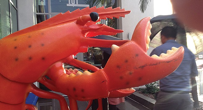 The other greeter: the giant crustacean at the entrance to Mariscos El Pulpo/Reef Bar
