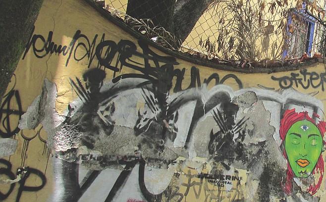 More Coyoacán graffiti art.