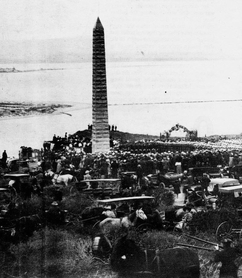 Dedication of the Bennington monument, January 1908. The inscription on the obelisk simply notes that it is dedicated to the Bennington's dead and gives the date of the disaster.