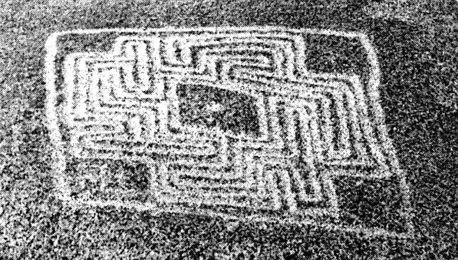 The Hemet Maze Stone, Riverside County. Hedges has identified three styles of rock art in San Diego County: San Luis Rey in North County (characterized by zigzags, chevrons, and diamond chain designs); La Rumorosa, from south of El Cajon extending deep into Mexico; and the unique, mazelike Rancho Bernardo style.