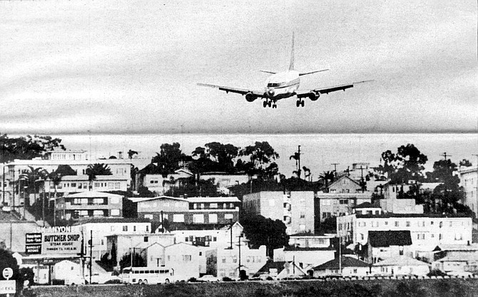 Airplane about to land - Image by Meyer/Schoepfer