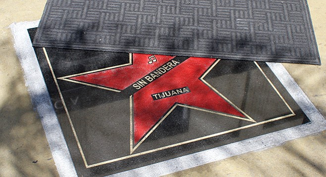 Praga received the star of a Latin duo band called Sin Bandera. It has been covered with a black carpet since it was installed.