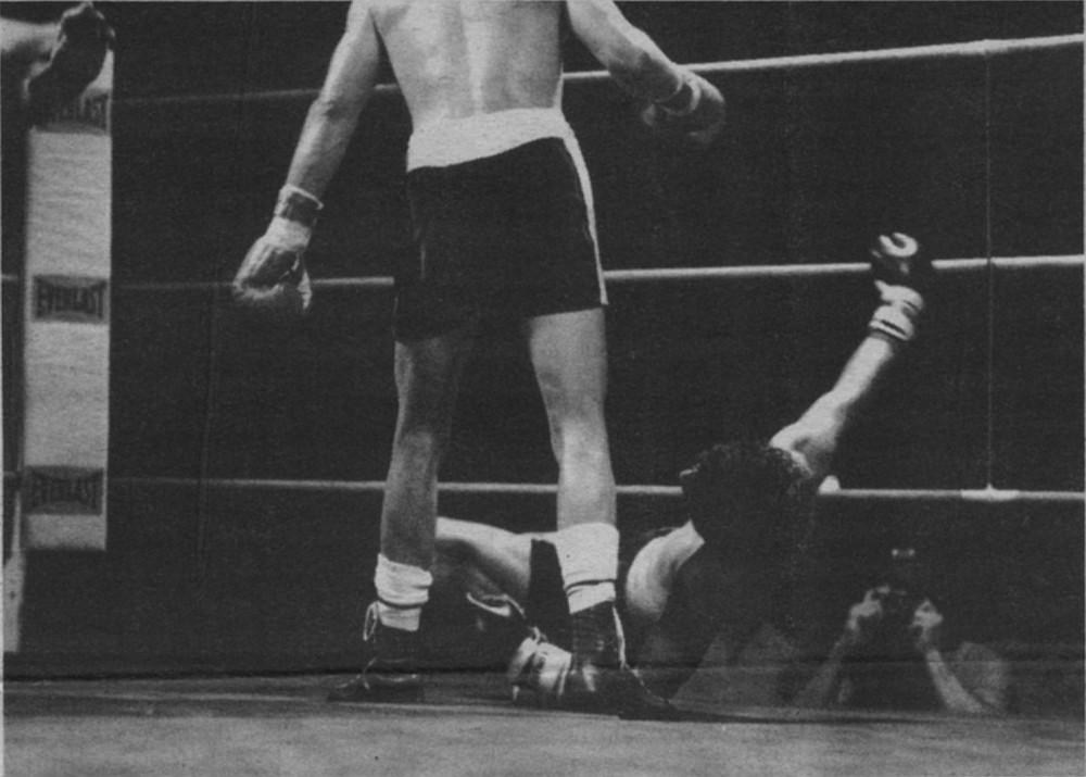 A boxer gets KO'ed