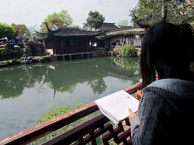 Art student at Suzhou's Garden of the Master of the Nets.