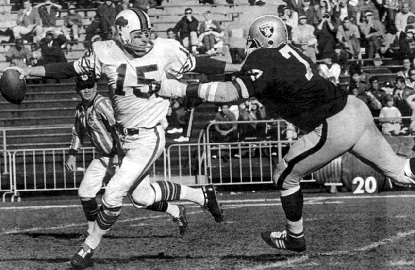 Kemp (15) in Raiders-Bills game, December 24, 1967. Graham's wife Kathy worked the crowd at the 1983 wedding of Kemp's quarterback son Jeff, soliciting Texas investors to put money into what turned out to be Graham's last big con.