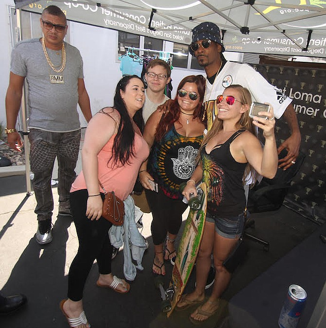 Snoop Dogg and fans