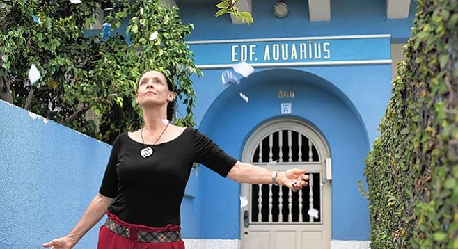 Aquarius: Jupiter and Mars out of alignment, yet Sonia Braga shines.