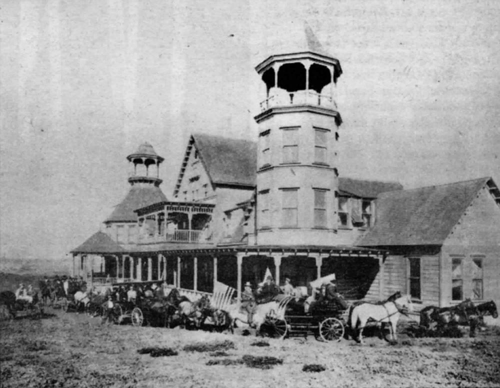 Ocean Beach's Cliff House, built by Carlson & Higgins in 1888. But where was the San Diego, Roseville, & Ocean Beach Railroad?