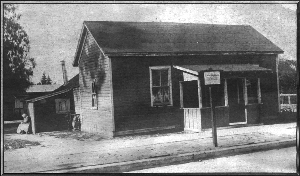 Mason Street Schoolhouse. It wasn't until 1865 that the first public school building was constructed.