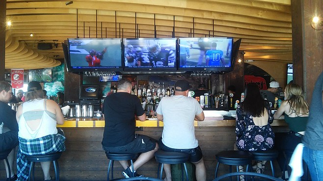 Sports fans and foodies belly up at Duck Dive