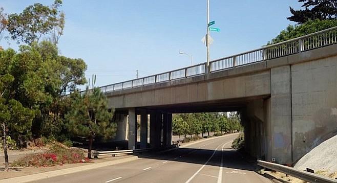 Voltaire bridge over (southbound) Nimitz Boulevard