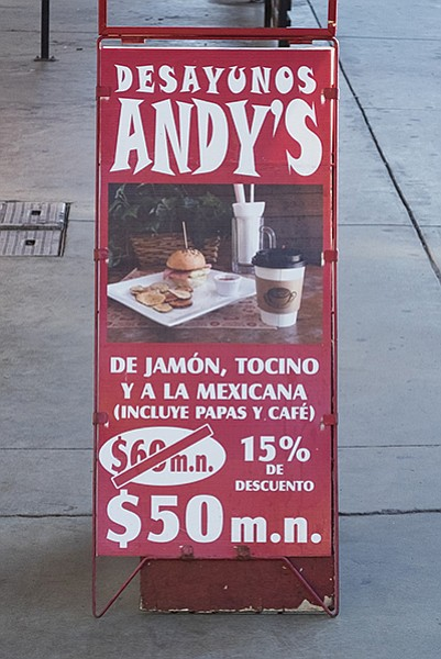 "The possessive apostrophe in ""Andy's"" does not exist in proper Spanish."