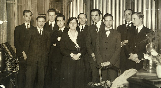 Copland with Nadia Boulanger's class of 1923 (Copland is behind her left shoulder).