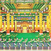Shen-Yun, high-flying leaps and thunderous drums with nearly 100 performers