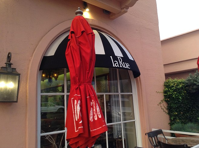 Cafe La Rue is La Valencia's legendary streetside cafe, once known as the Whaling Bar.