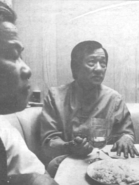 Pham Nu Bich (right) On April 29, 1975, with half an hour's notice. Bich gathered his family and left house, cars, and money behind.