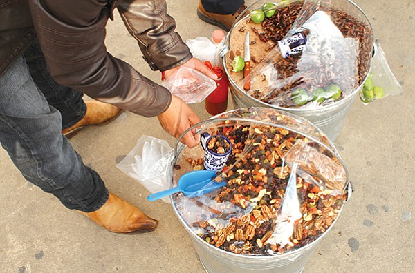 They all sell a kind of Mexican trail mix composed of garapiñados (sweetened nuts), walnuts, dried fruit, and raisins.