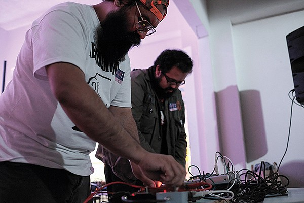 Mexicali co-conspirators Error Humano make harsh noise at Nett Nett.