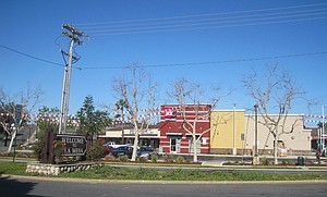 Here's Jack in the Box 2017 at Lake Murray Blvd. The Ross store was formerly a Thriftimart grocery store with a giant red neon T on the roof.