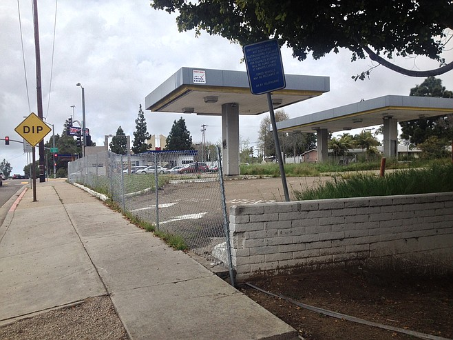 The new permanent fencing offers little protection from vandals, this low-wall is easily scaled on Balboa Avenue.