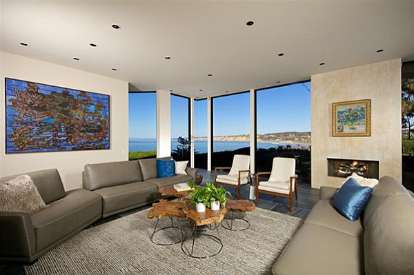 """Living areas offer """"dramatic floor-to-ceiling windows"""" facing directly onto the Pacific."""