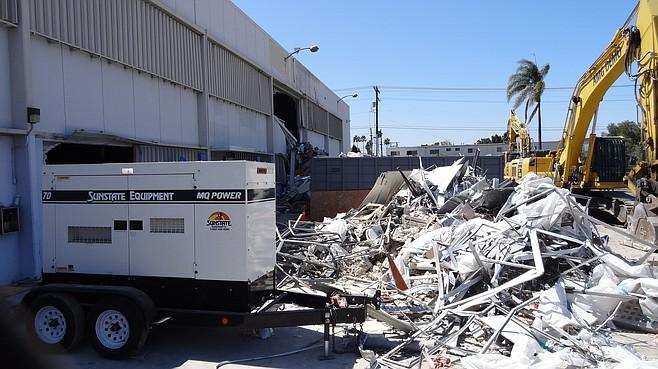 Demolition of old At&T building, July 17, 2016