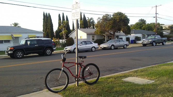 Locking bikes to street signs is illegal in San Diego
