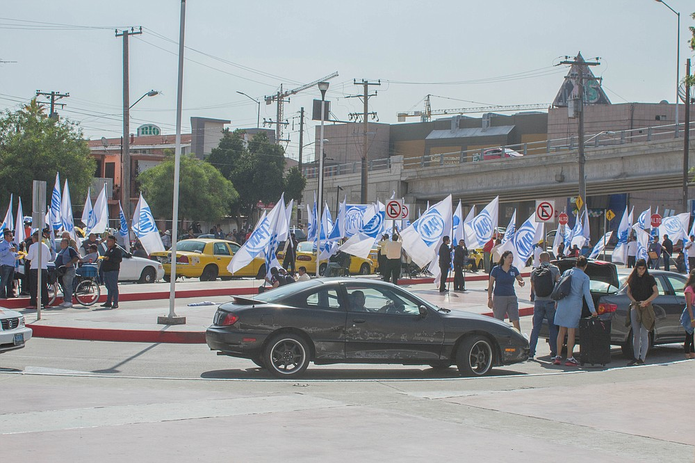 The taxi drivers returned on Sunday holding flags with political party PAN's logo, supposedly, the same flags they used to support Tijuana's current mayor.