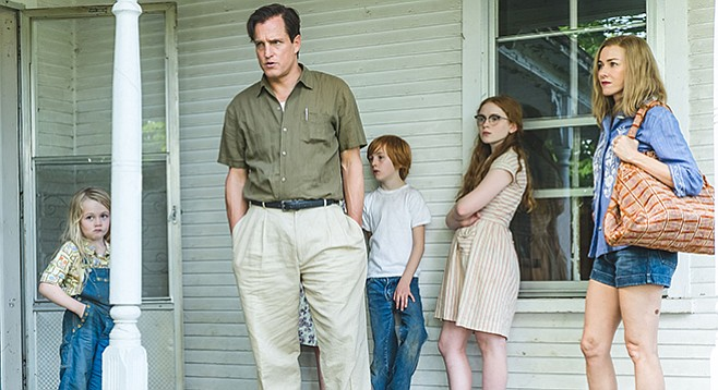 The Glass Castle: The Walls Family, played at this point in time by Eden Grace Redfield, Woody Harrelson, Charlie Shotwell, Sadie Sink, and Naomi Watts.