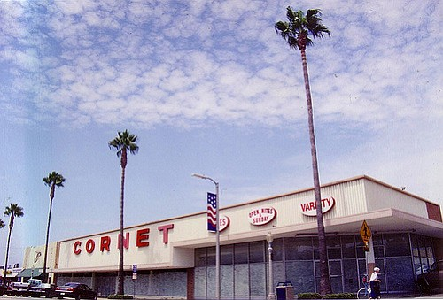 Coronet Varity Store closed and vacant