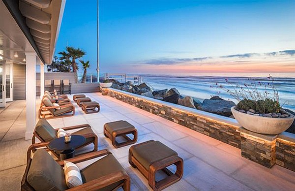 "A ""spectacular oceanfront estate"""