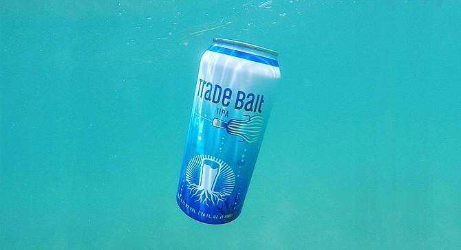 Underwater photo of Burgeon Beer's Trade Bait IIPA