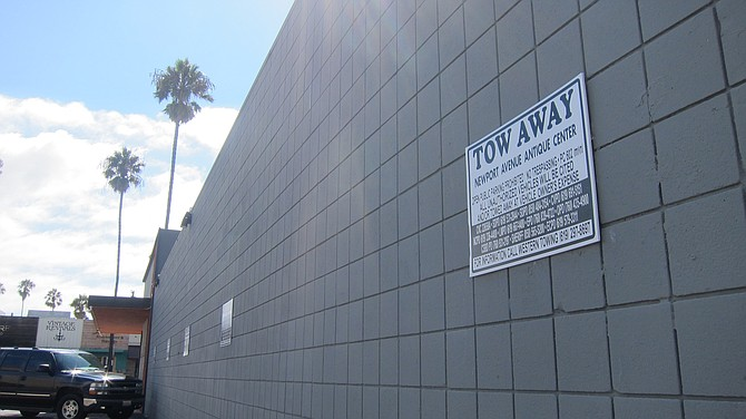 """New """"tow away"""" signs at Antique Center make no mention of South Beach."""