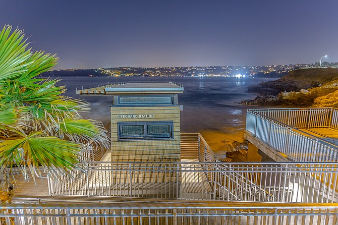 Lifeguard tower overlooking La Jolla Cove