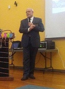 City attorney's office chief of staff Gerry Braun at a September community meeting in Nestor
