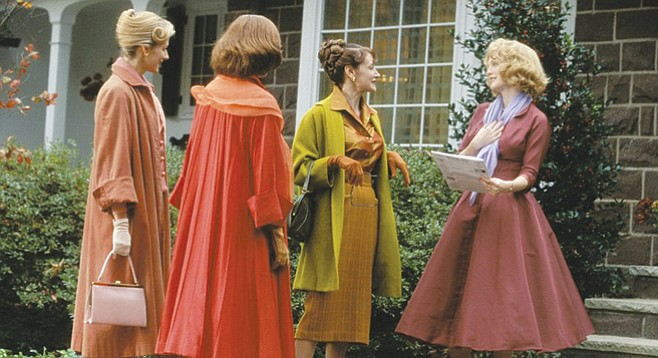 Far From Heaven pays homage to the melodramas of Douglas Sirk.